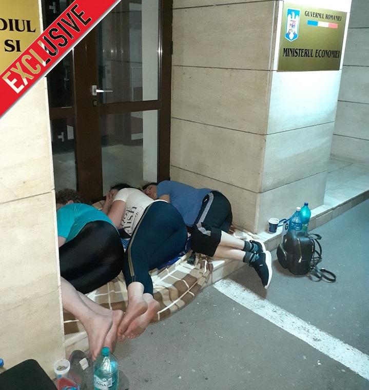 Exclusiv. Șapte oameni au făcut greva foamei în fața Ministerului Economiei. Televiziunile, complice cu mafia statului 14