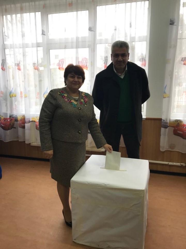 Achitei a hotarat intelept prin vot, impreuna cu cea mai vrednica primarita 14