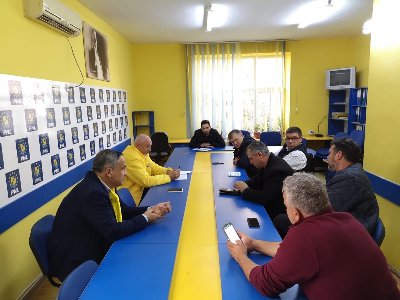 Urmașii lui Păcală din Botoșani au vândut PNL-ului amăgiri procentuale cu fundiță politică. Șoptică a zis bogdaproste 27