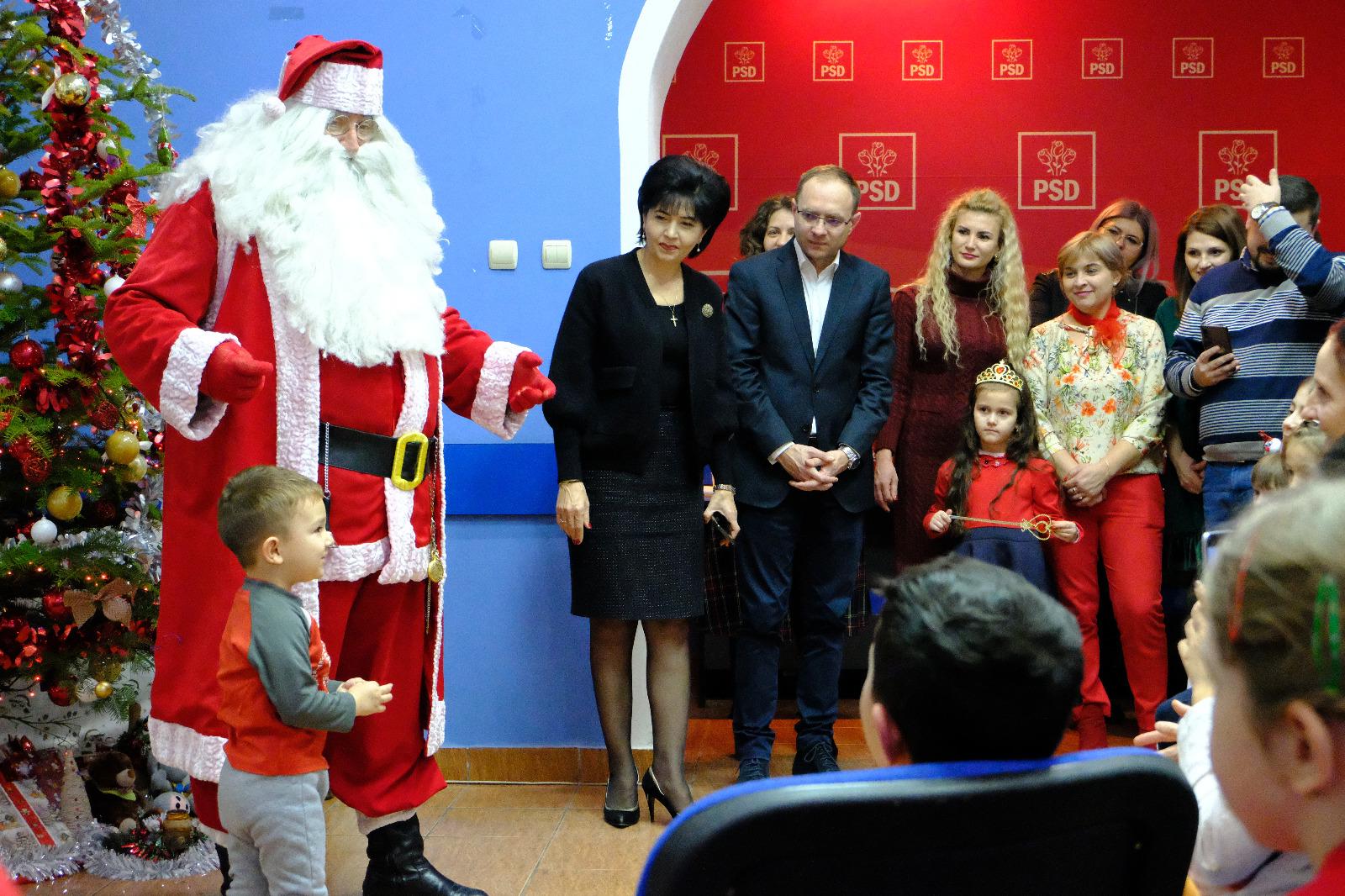 Moș Crăciun a oferit cadouri la sediul PSD Botoșani 17
