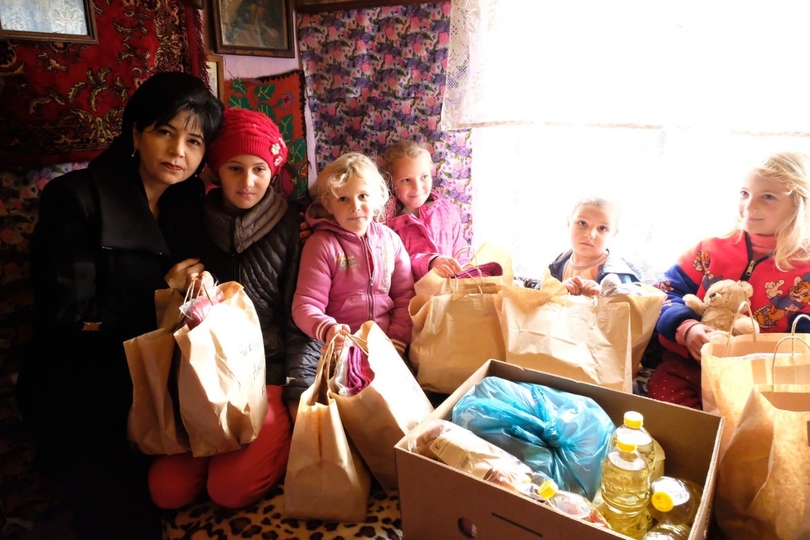 Zeci de copii din județ au primit cadouri de la femeile social-democrate 26