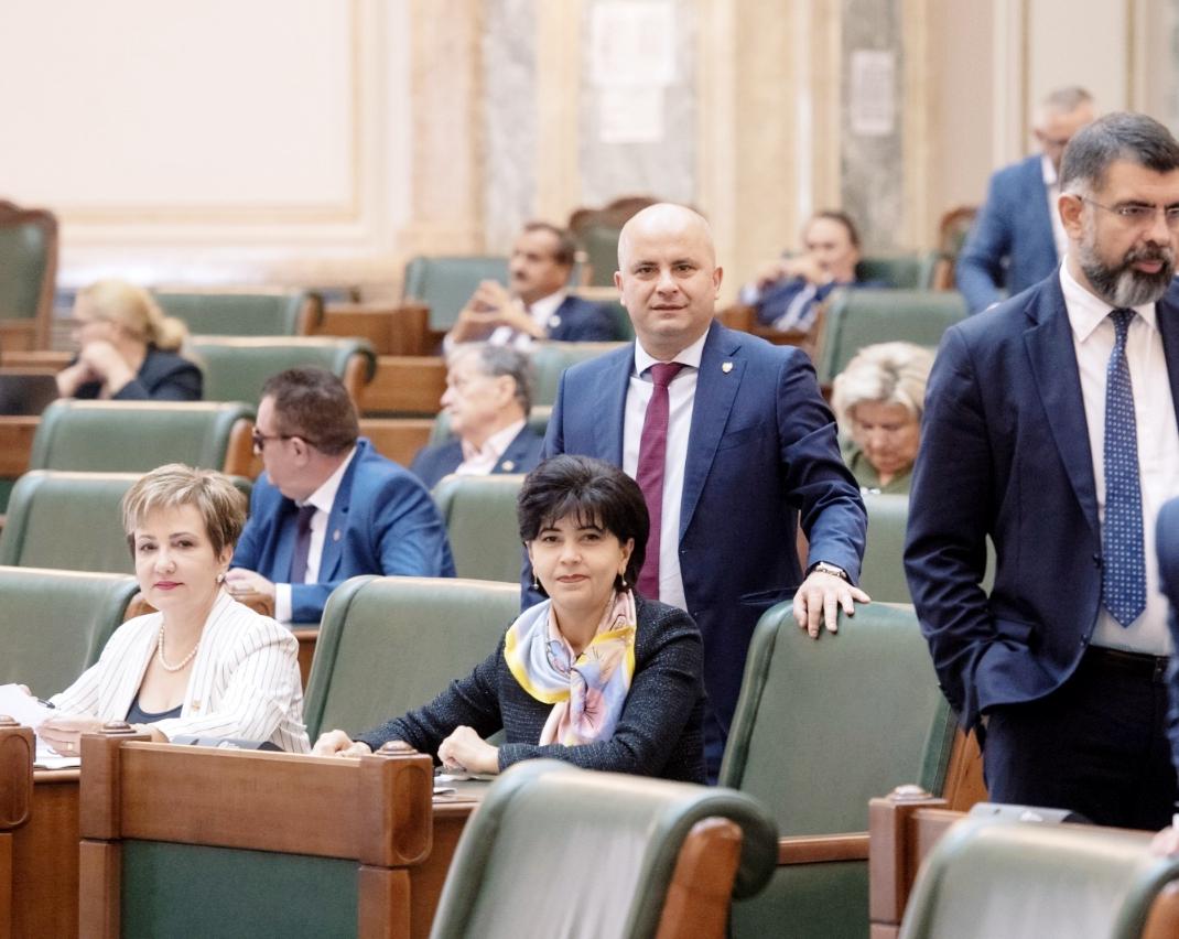 Liberalii s-au opus dublării alocațiilor! Nesimțirea PNL nu are limite! Costel Șoptică a refuzat să voteze pentru dublarea imediată a alocațiilor! 34
