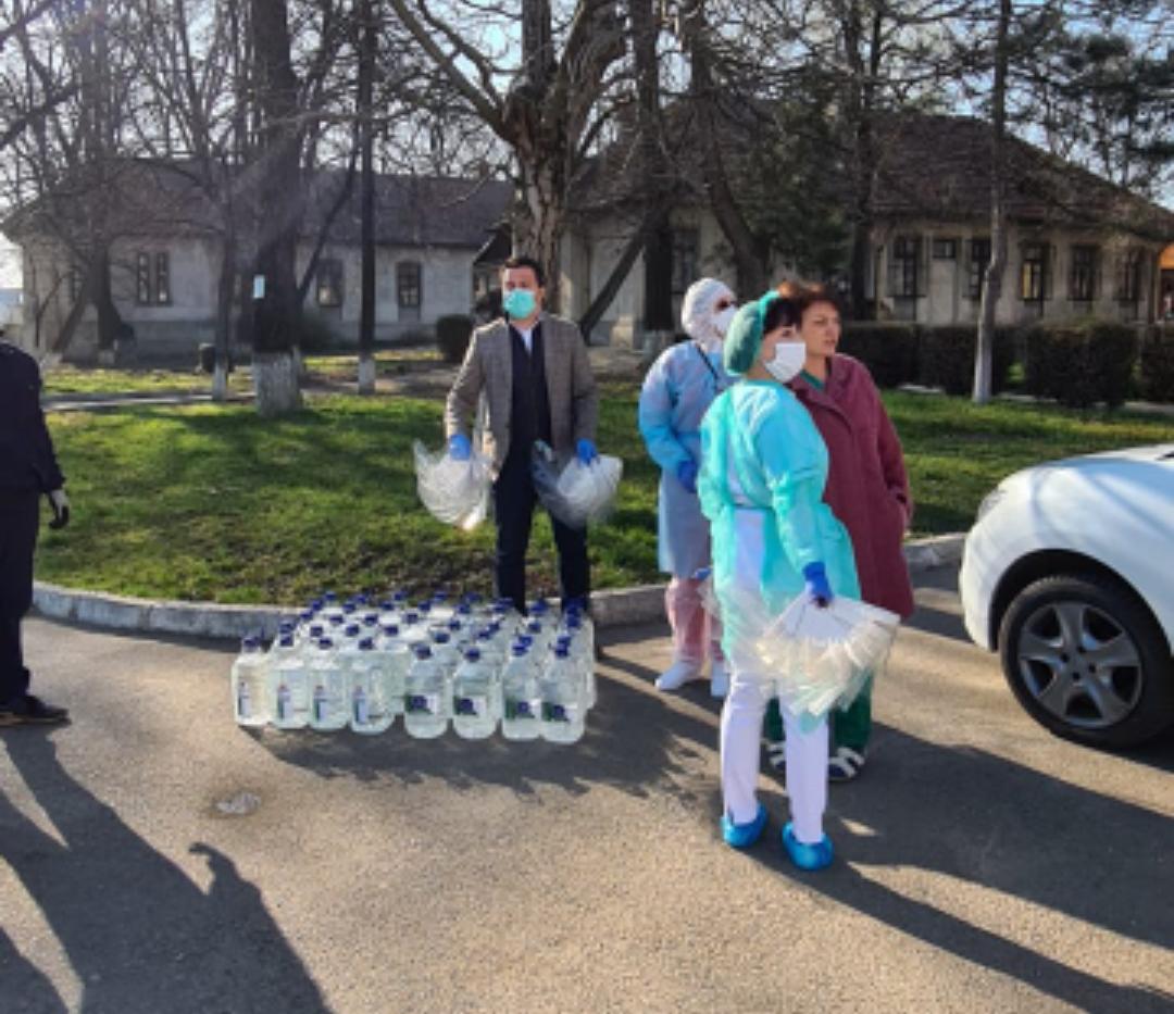 Deputatul Răzvan Rotaru a donat soluții de dezinfectie și viziere în valoare de 15.000 RON, Spitalului de Boli Infecțioase din Botoșani 4