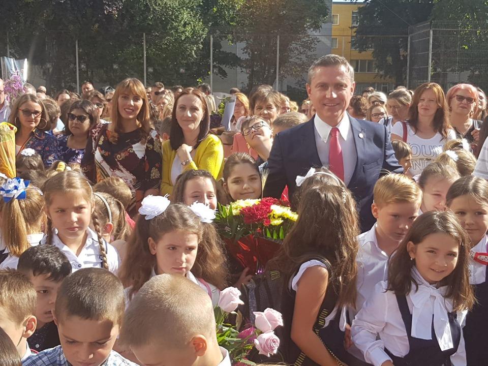 Costel LUPAȘCU: ,,Ziua Copilului este ziua viitorului! La mulţi ani sănătoşi şi fericiţi tuturor copiilor şi părinţilor acestora!'' 7